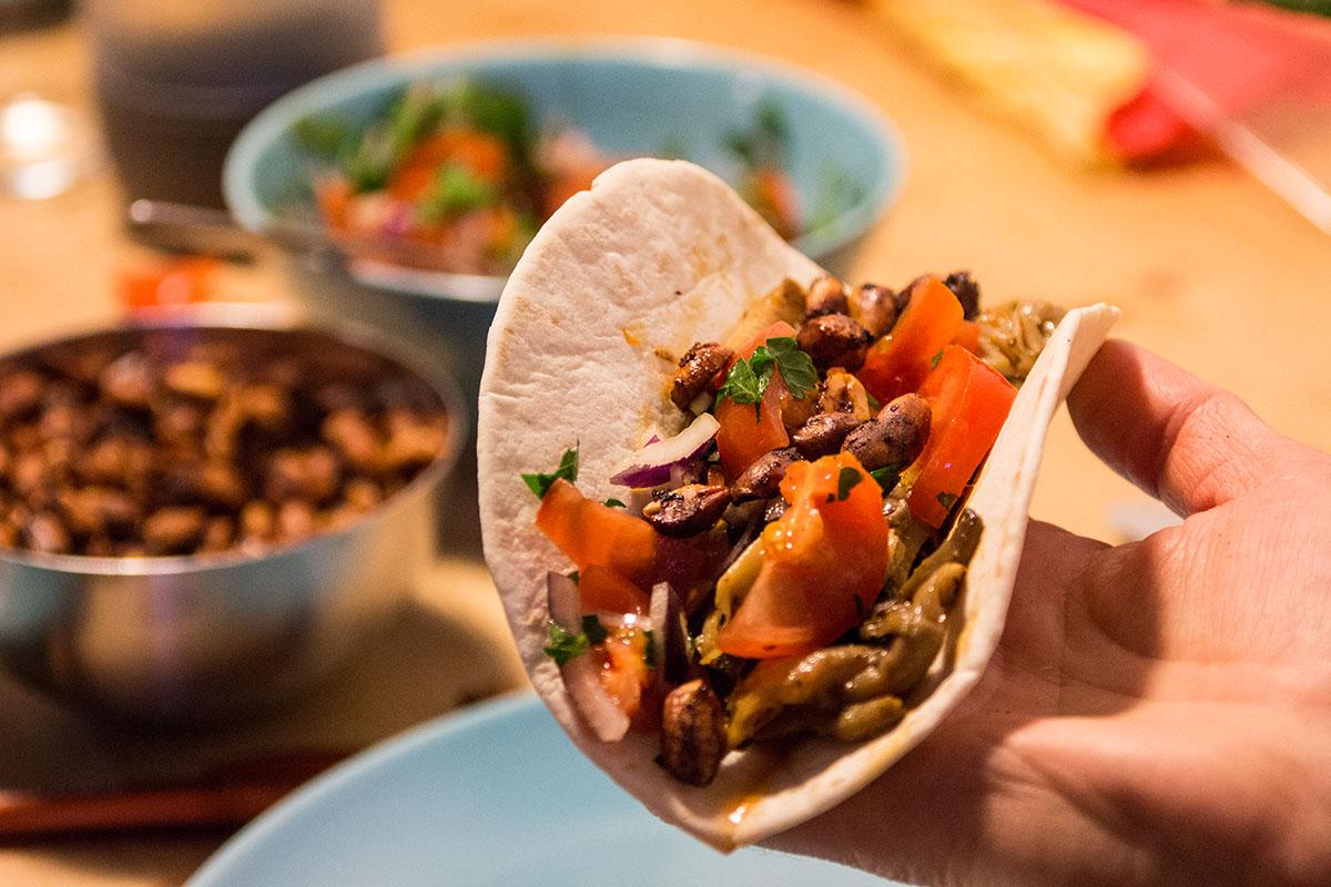 Die Austernpilz Tacos entweder so füllen ... (also einfach zusammenklappen)