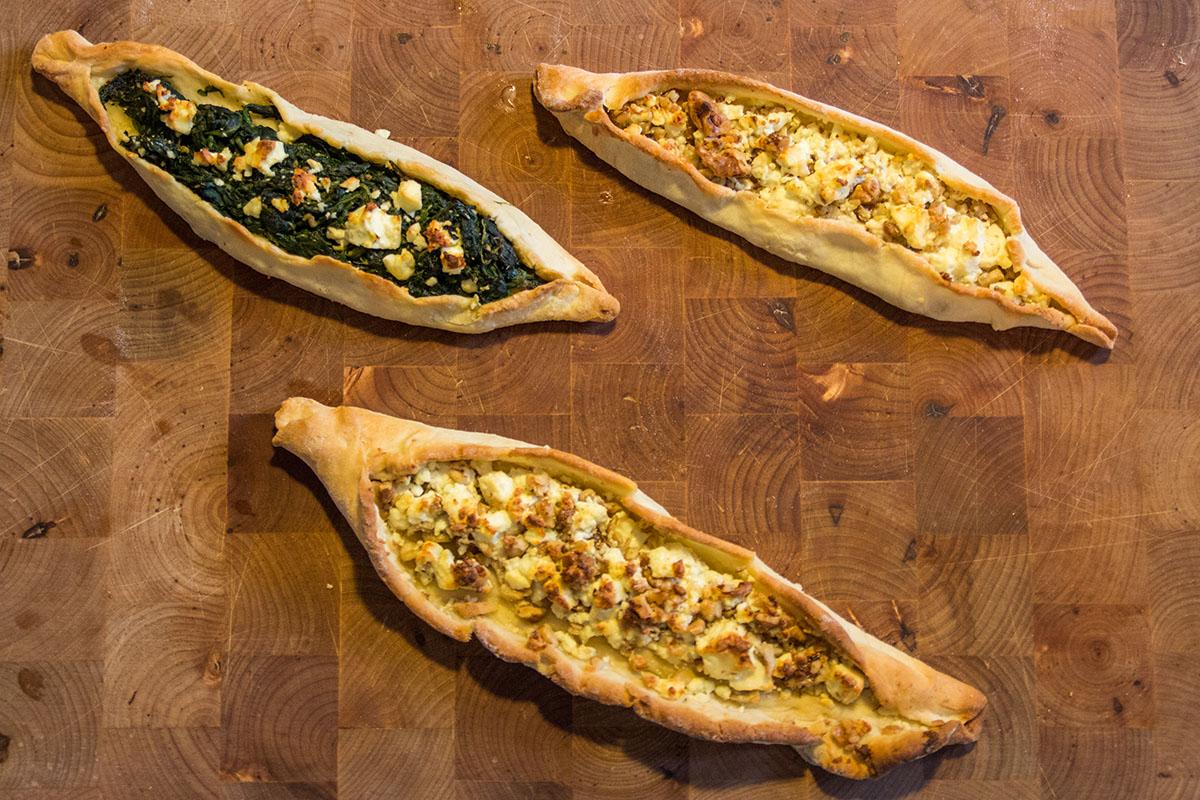 Pide Zweierlei: Spinat-Käse und Walnuss-Käse - beides superlecker