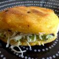 Arepas mit Guacamole une Käse