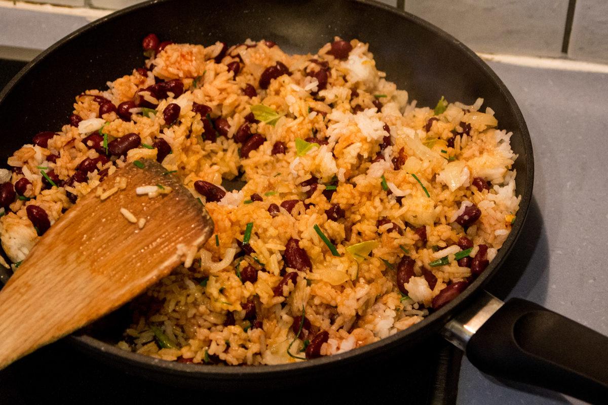 Der gebratene Reis mit Bohne. Supereinfach - superlecker!