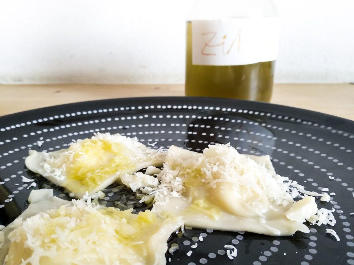 Die frischen Ravioli mit dem selbst angesetzten Zitronenöl