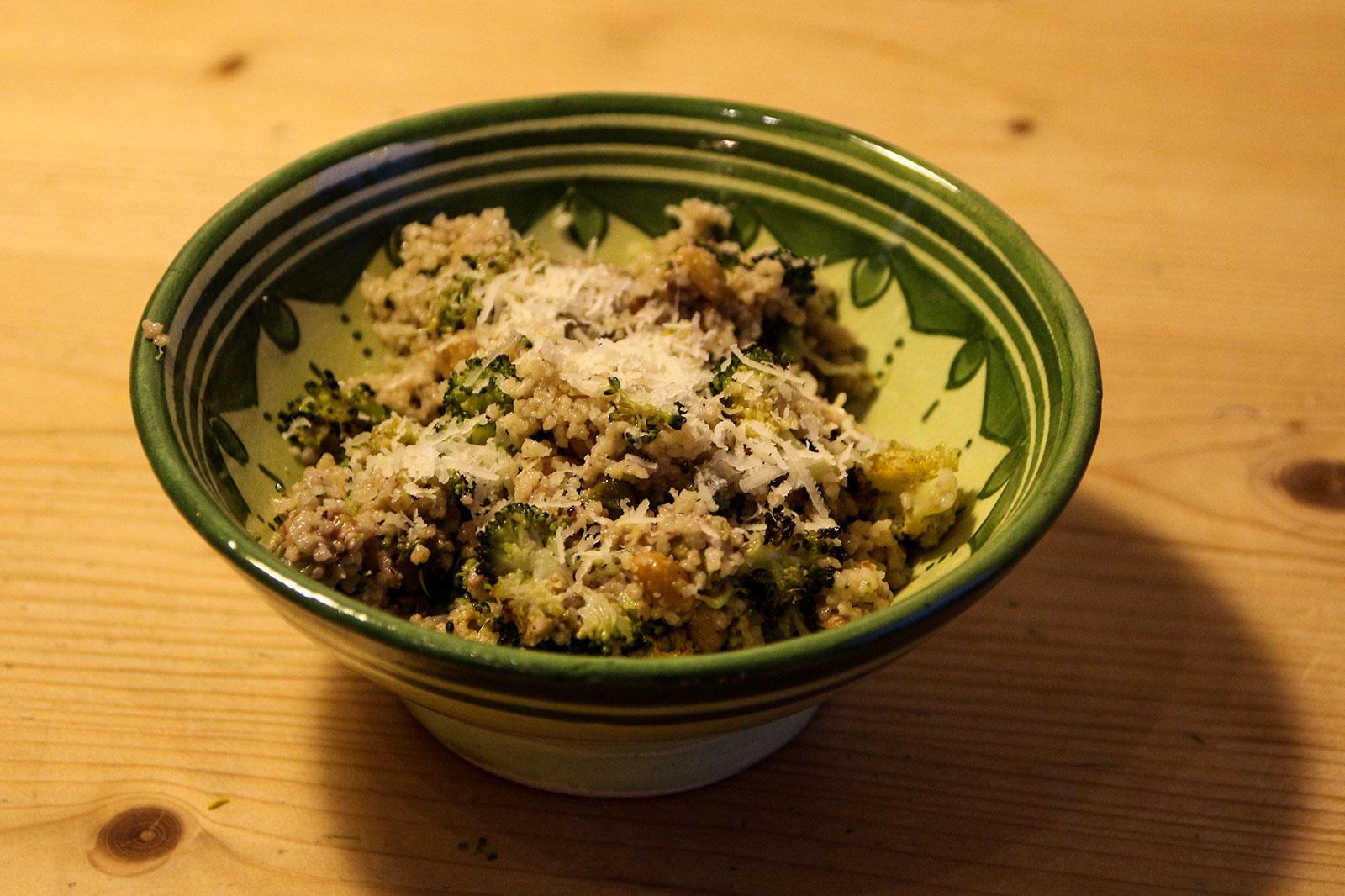 Zitronen-Couscous mit Brokkoli & Kapern